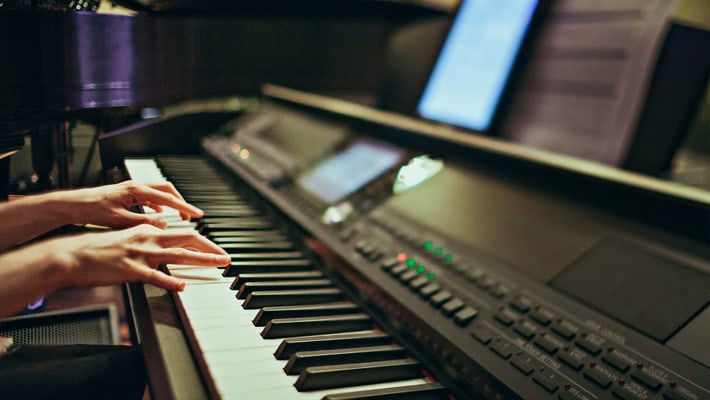 Top 8 Best Digital Pianos under 1000 Product Image