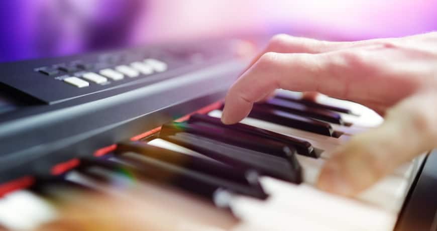 dos and donts for playing keyboard effectively in a band 870x460 1